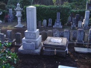 据え直した墓石
